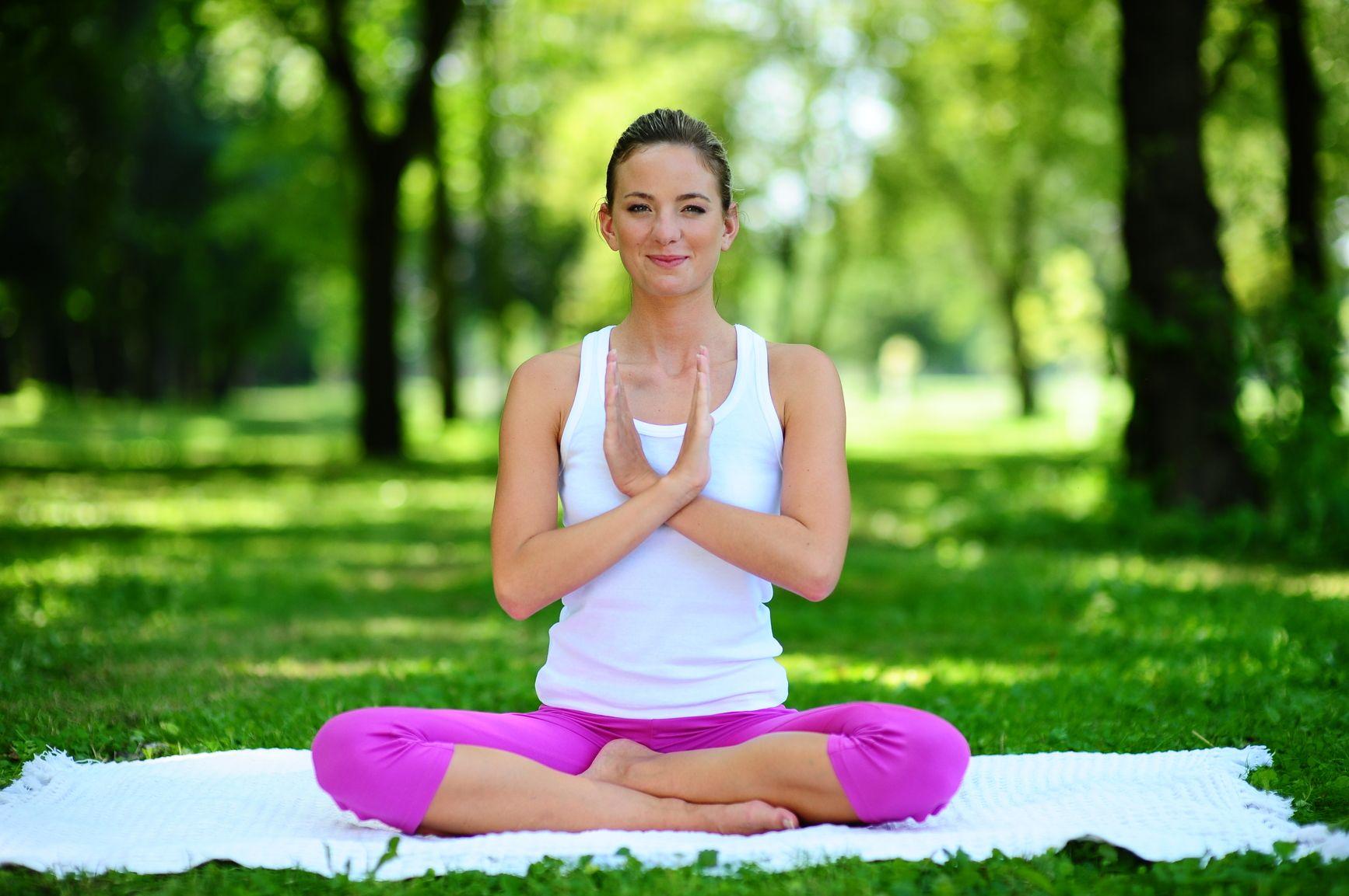 Žena praktikující jógu legální fotografie z fotobanky www.pixmac.cz